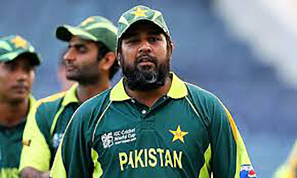 According to some observers Inzimam used faith to restore order in a team that was going through turmoil after it exited the 2003 World Cup and retirements. Others believe he did this to retain his captaincy.