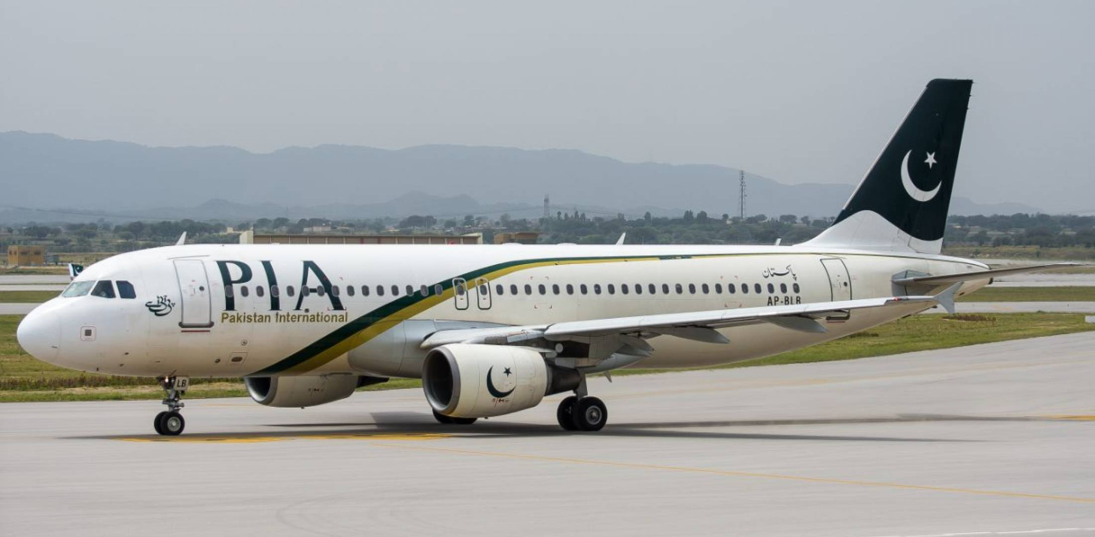pPakistan international airlines plane held back by malaysian authorities-