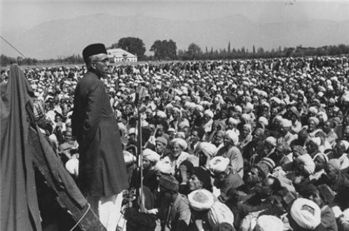 Abdullah holding a rally in Srinagar in 1940 after AJKMC changed its name to National Conference and became entirely secular.