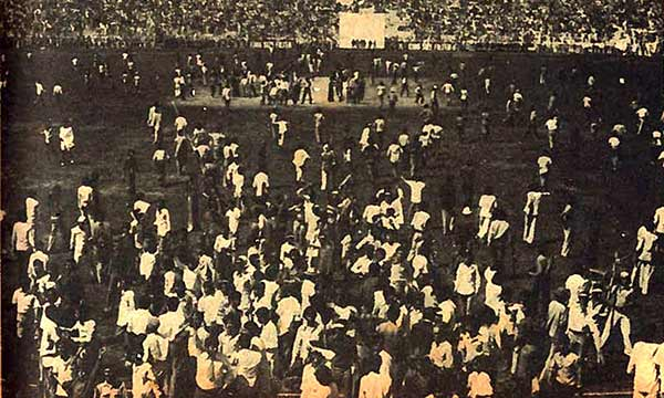 Protesting students invade the ground during a Test match in Lahore during the 1968 Pakistan-England series.